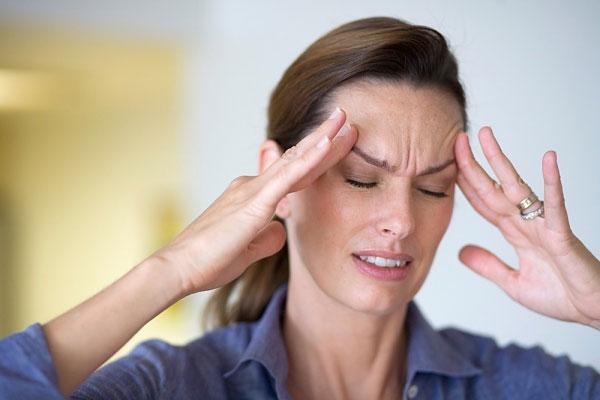 Các triệu chứng của bệnh đau đầu mất ngủ 1