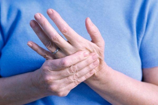 Cách xoa bóp chữa trị đau mỏi vai gáy tê bì chân tay 1
