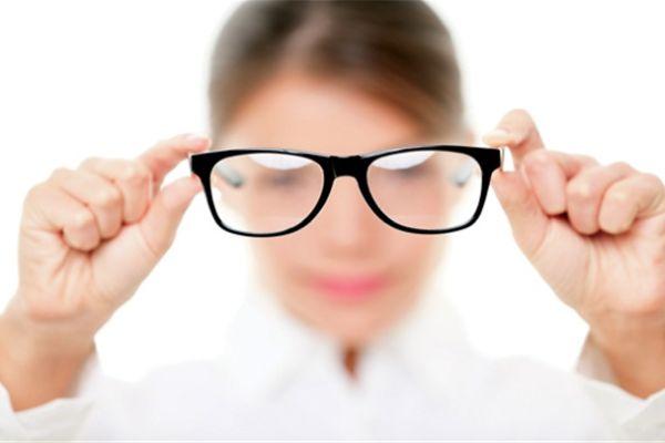 Bấm huyệt có chữa được cận thị?